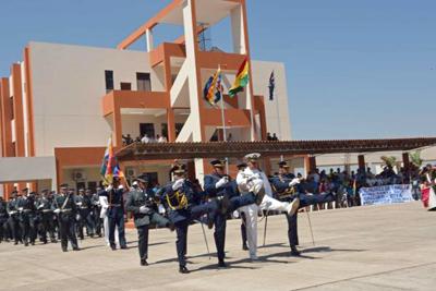 Presidente de Bolivia inaugura la escuela militar antiimperialista