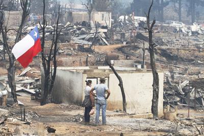 Once muertos y más de 3.000 afectados en incendios que no dan tregua en Chile