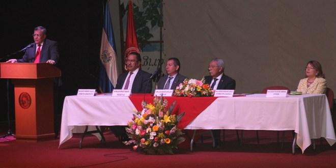 Comunidad universitaria celebra 176 aniversario de fundación de UES