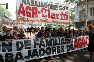 Tras movilización, gráficos argentinos de Clarín siguen en protesta