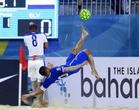 """Agustín """"Tín"""" Ruíz destacó en el Premundial de Bahamas por su talento y jugadas acrobáticas. Foto Diario Co Latino/ Cotesía Beach Soccer."""