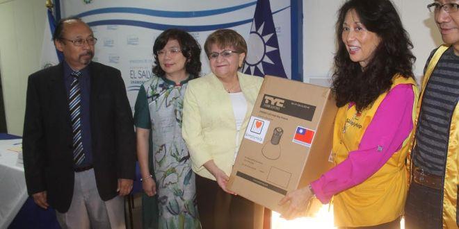 """""""El Salvador es nuestro segundo hogar"""": Tina Bow, Simply Help"""