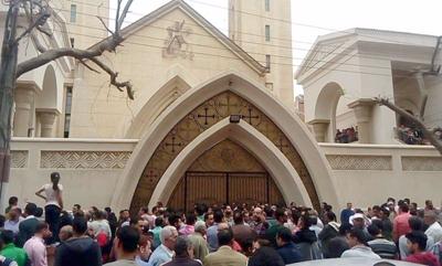 Dos atentados con bomba dejan decenas de muertos en iglesias cristianas de Egipto