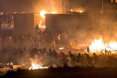 Incendio destruye campo de migrantes en Francia