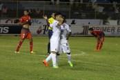 Fito Zelaya celebra junto a Luis Hinestroza el segundo tanto que le dio la victoria al cuadro de los albos sobre la UES. Foto Diario Co Latino/Ludwin Vanegas.