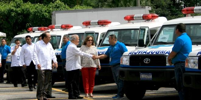 Entregan 10 ambulancias, cuya inversión fue de $765 mil