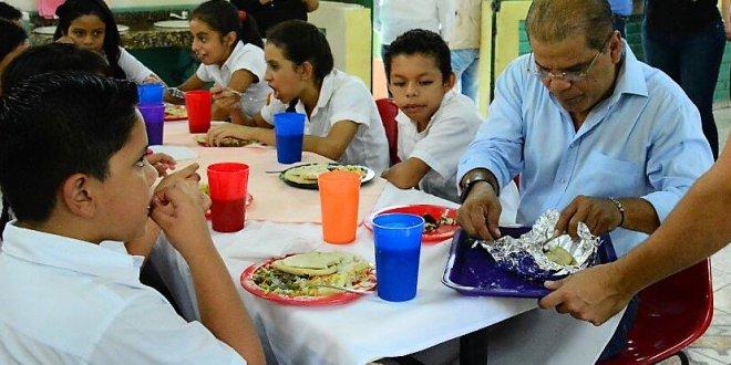 Miles de estudiantes beneficiados con Almuerzos Escolares