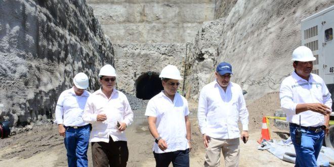 Vicepresidente verifica avances en construcción de central hidroeléctrica El Chaparral