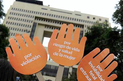 Despenalización parcial de aborto en Chile avanza