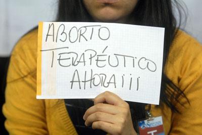 Congreso chileno aprueba emblemática ley que despenaliza aborto terapéutico