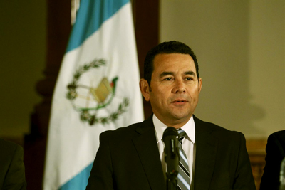 Fiscalía pide quitar fuero a presidente de Guatemala por pago del Ejército