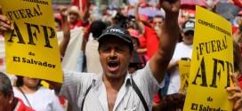 Movimientos sociales piden expulsión definitiva de las AFP en El Salvador