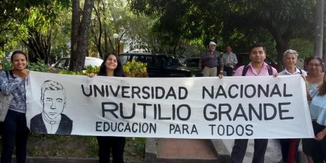 Continúa campaña de recolección de firmas para creación de Universidad Rutilio Grande