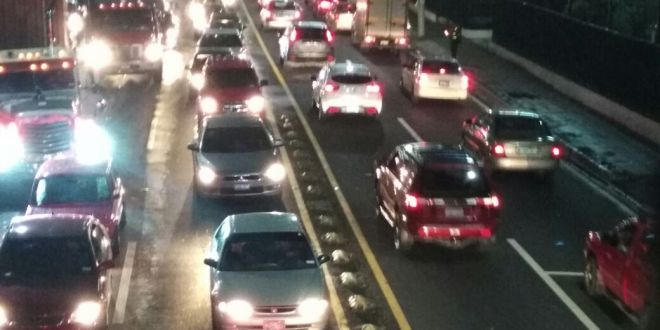 Accidentes y tráfico pesado causan caos vehicular en San Salvador