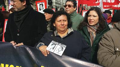 Miles de chilenos marchan en recuerdo de las víctimas de la dictadura