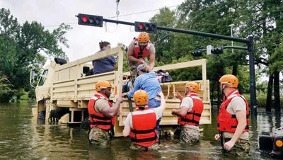 Rescatistas aún buscan víctimas tras paso de huracán Harvey por Texas