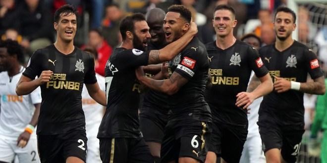Newcastle ganar y recupera terreno en la Premier League