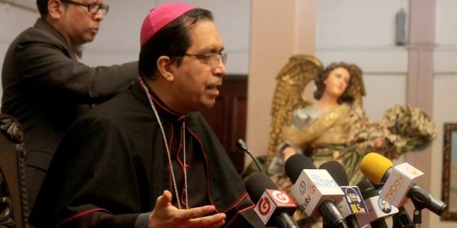 Iglesia católica pide que disminuya comisión de AFP