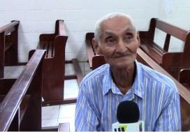 Raúl Meléndez de 80 años de edad recuerda la pérdida de su madre, hermana, sobrino y cuñado, durante uno de los operativos del Ejército durante el conflicto armado de los años ochenta, en San Gregorio. Foto Diario Co Latino/Cortesía.