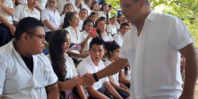 Vicepresidente inaugura  obras en centro educativo