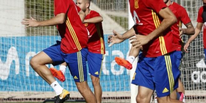 El vestuario español blinda a Piqué