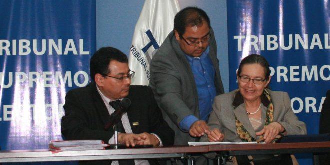 FMLN presenta planillas de candidatos a diputados de tres departamentos