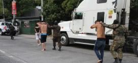 Policía captura a delincuentes que asaltan camión con mercadería