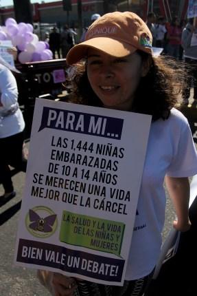 Exigieron se impongan leyes drásticas para los abusadores sexuales y la eliminación de los embarazos en niñas y adolescentes. Foto Diario Co Latino/ Ludwin Vanegas.