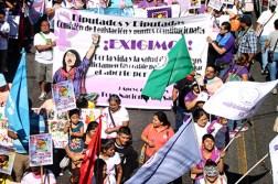 Exigieron, además, la aprobación en la Asamblea Legislativa de la despenalización del Aborto. Foto Diario Co Latino/ Ludwin Vanegas.
