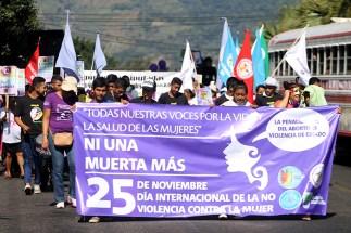 La equidad de género se puso de manifiesto en la marcha. Foto Diario Co Latino/ Ludwin Vanegas.