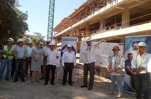 Sánchez Cerén inspecciona avances en el Hospital Regional de San Miguel