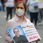 La feligresía conmemora cada 24 de marzo el aniversario del martirio de Monseñor Romero, realizando distintas actividades religiosas y sociales. Foto Diario Co Latino/Dennis Argueta.