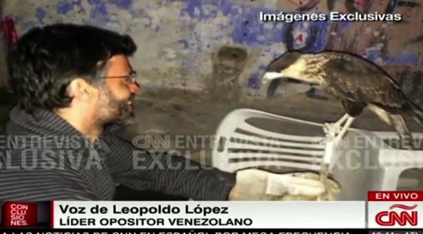 Momento cuando le quitan el teléfono a Leopoldo López (VIDEOS)