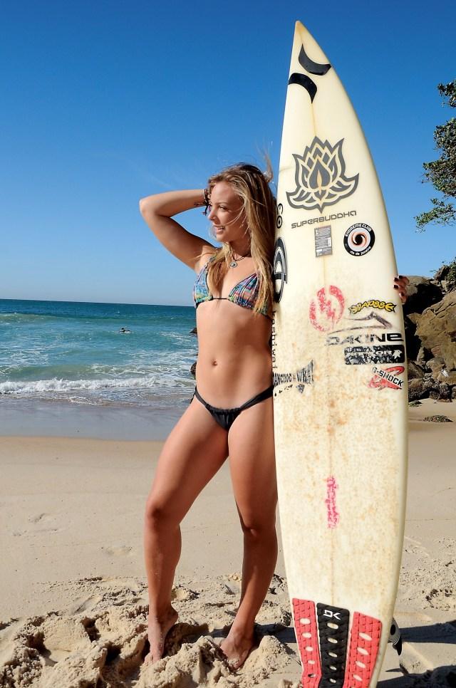 nikole fávero surfista bikini praia 3