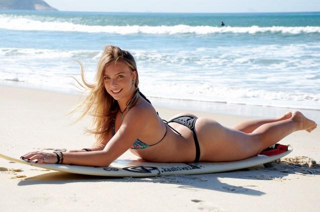 nikole fávero surfista bikini praia