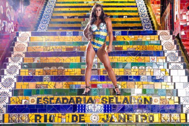 Musa do Vasco, Jamila Sandora, posa nua para mostrar ponto turístico carioca