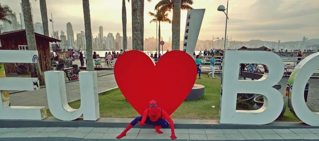 Conheça o Homem-Aranha de Balneário Camboriú