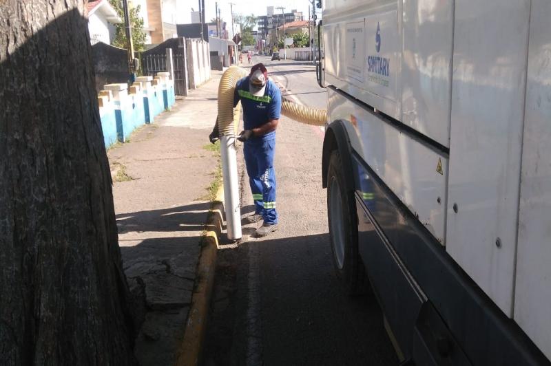 Prefeitura de Navegantes reforça ações de limpeza na Praia e em ruas no Centro