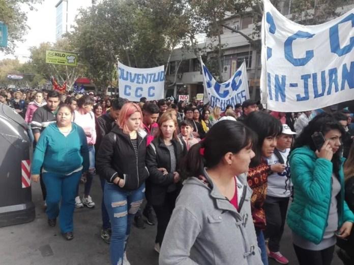 Cortes en el microcentro por una protesta social contra Macri, Periódico San Juan
