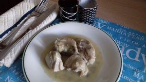 pollo en salsa de cebolla