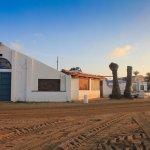 """La discoteca """"El Zeta"""", en la zona de El Vivero de La Manga del Mar Menor, parcialmente derribada."""