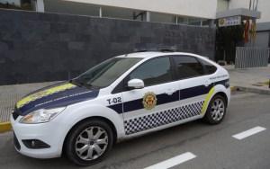 La Policía Local de Almoradí salva la vida de un vecino gracias al desfibrilador del coche patrulla