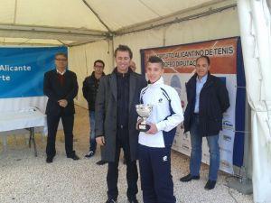 El torrevejense David Caprotta se proclama campeón del Máster y del Circuito Alicantino Sub-20 de Tenis en Alicante