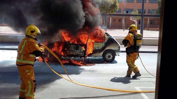 Arde coche Catral 17abr15