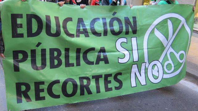 Educación pública cartel