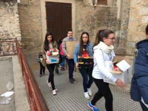 El colegio Santo Domingo reparte 1.800 kilos de alimentos por Navidad