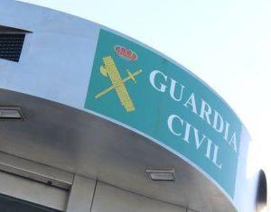 La Guardia Civil de Torrevieja intercepta a un ladrón con los objetos robados, mientras intentaba huir