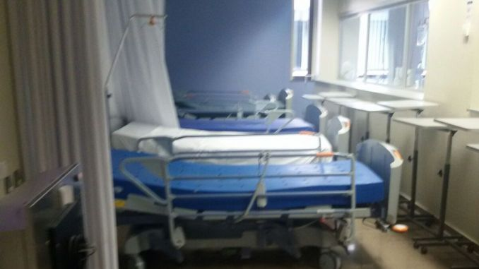 pasillo cama hospital