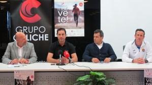 Paulo Roberto presenta la bolsa del corredor de la VII Media Maratón Playas del Pilar