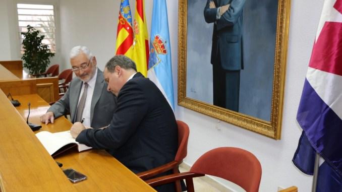 embajador cuba y alcalde
